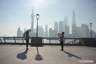 China en alerta por intensa ola de calor en Shangai